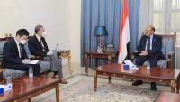 نائب الرئيس يجدد تأكيد الحكومة على التعاطي الإيجابي مع دعوات السلام الأممية