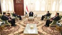هادي يدعو إلى تكثيف الجهود لاستعادة الدولة وإنهاء الانقلاب