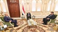 هادي يؤكد حرص حكومته على تقديم الدعم لكسر الحصار المفروض على تعز