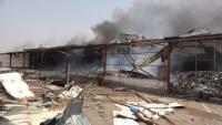 مدير ميناء المخا: اشتعال النار في صهاريج وهناجر الميناء إثر قصف الحوثيين