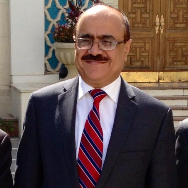 في انتظار السيد ..!-علي أحمد العمراني